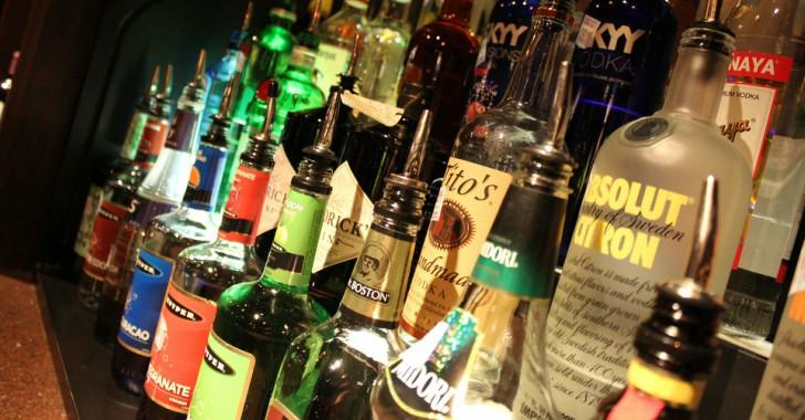 Aprenda cómo no ser víctima del licor adulterado