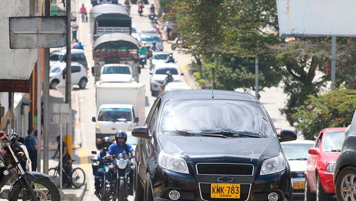 Reversazo: Alcaldía tumbó pico y placa para carros y motos hasta el 8 de enero