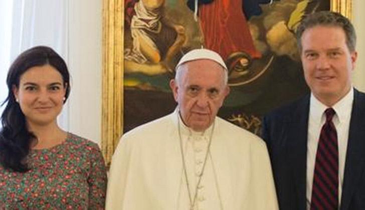Dimiten director y vicedirectora de prensa del Vaticano