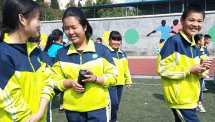 Se acabó faltar a clase: un uniforme inteligente vigilará a los escolares chinos