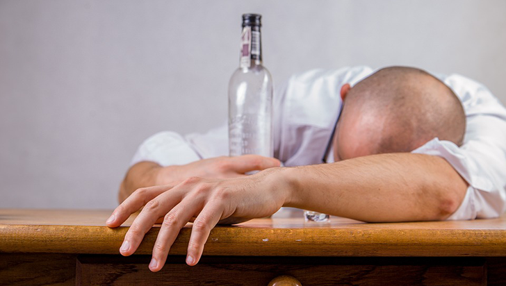 Beber y fumar aumentan el riesgo de padecer cáncer de esófago