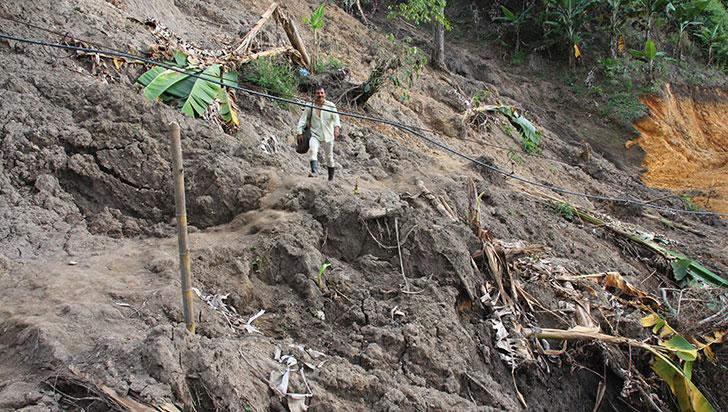 Vereda Travesías, aún con derrumbes y sin agua