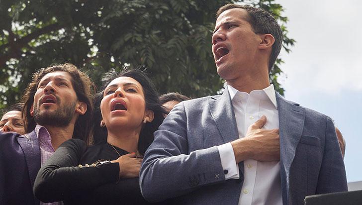 Juan Guaidó desafió a Nicolás Maduro y pidió ayuda militar, civil y extranjera