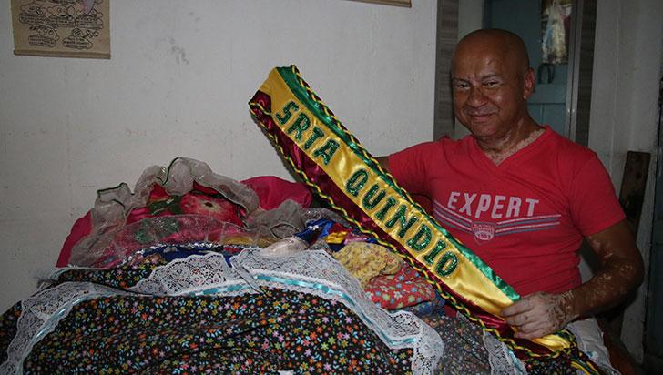 Jesús Orlando Acevedo es el creador de los trajes de chapolera