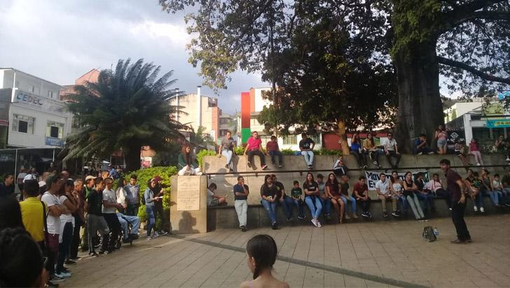 Estudiantes realizaron plantón para decirle no a la violencia