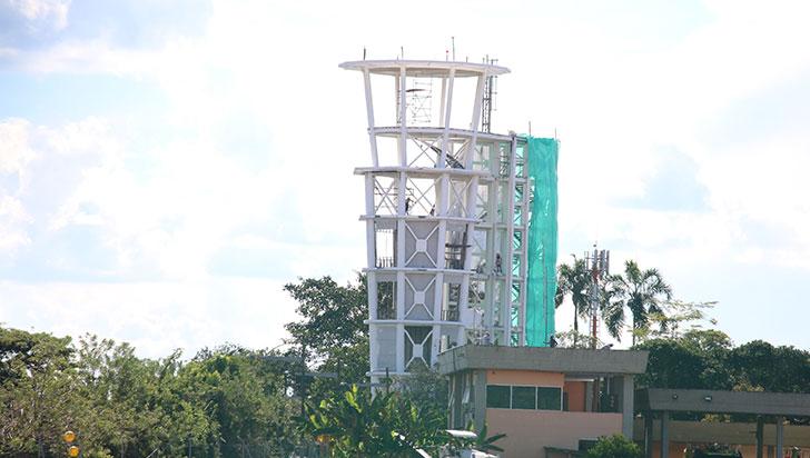 Torre de control y pista, obras en El Edén con más del 30% de avance