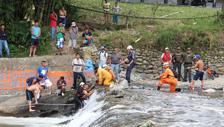 Hombre murió al ser succionado por un tubo en el río Quindío