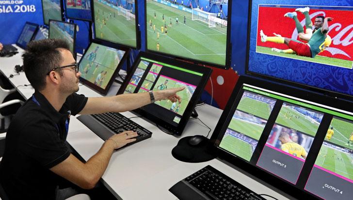 Jugadores que pidan el VAR o interfieran durante la revisión arbitral serán amonestados