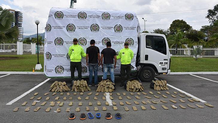 Detienen a dos hombres con 177 kilos de marihuana ocultos en suelas de chanclas