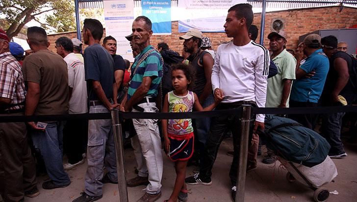 Venezolanos convencen a sus compatriotas en Cúcuta de llevar ayuda al país