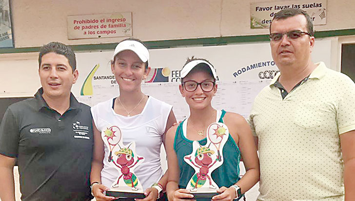 Sofía Gómez, campeona en dobles de tenis grado 2