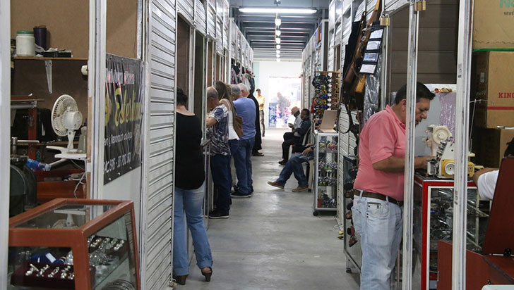 Proveedores del Centro Comercial del Café denuncian que alcaldía les debe dinero