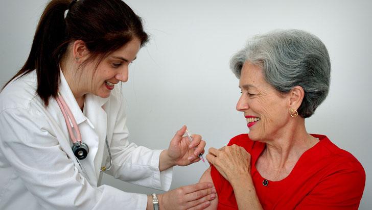¿Por qué el envejecimiento nos hace más susceptibles a la gripe?