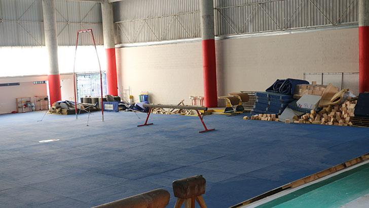 Trabajos en coliseo de gimnasia tiene parado entrenamiento de deportistas