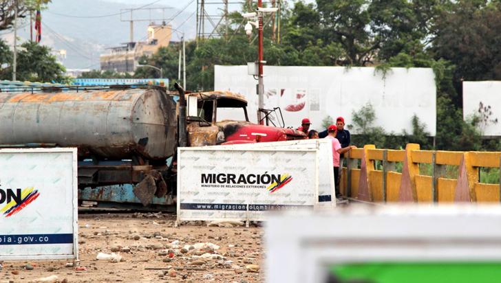 Colombia denunciará al régimen de Maduro por taponar puentes fronterizos