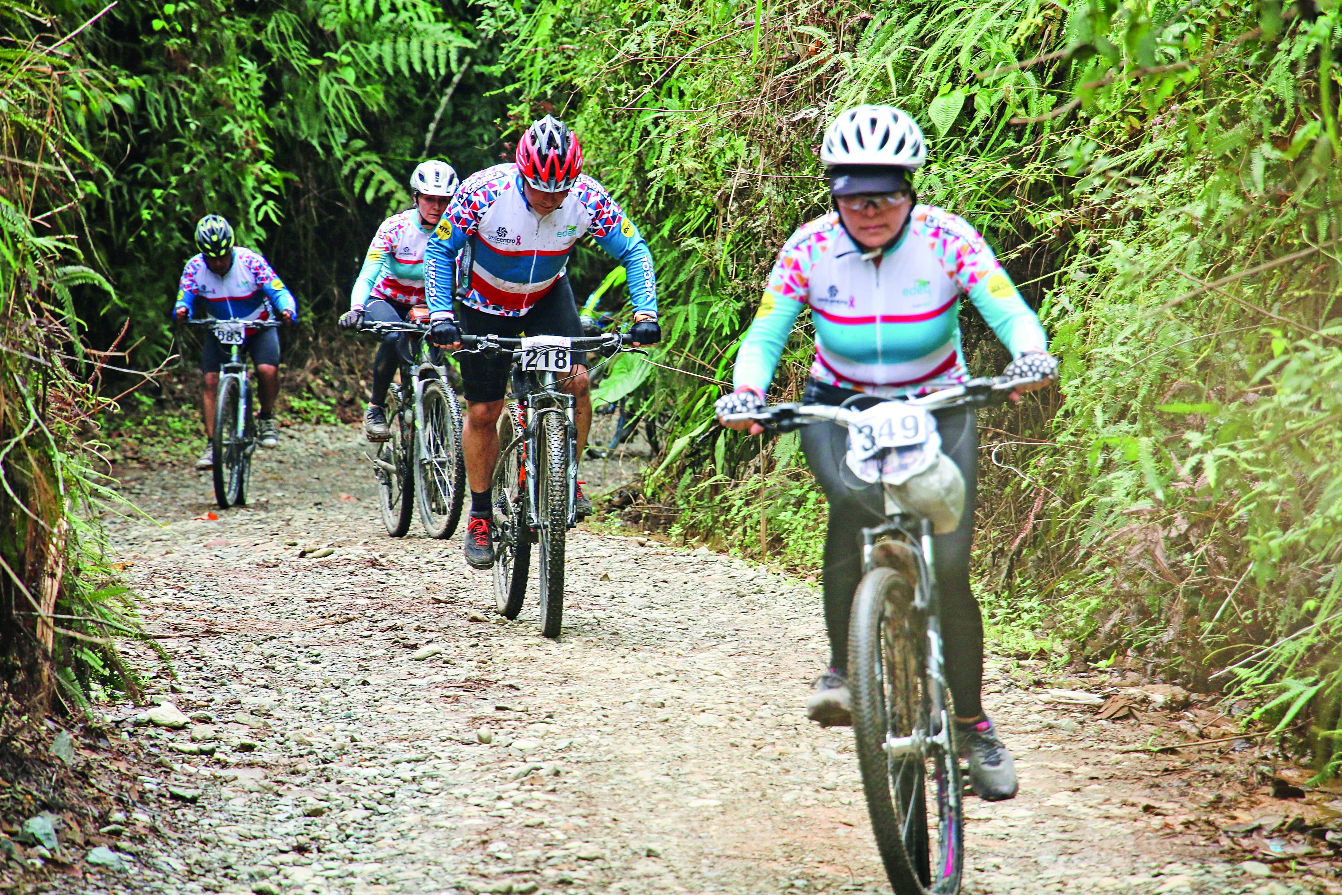 Ciclotravesía de Unicentro, a favor de la fundación Lazo Rosa