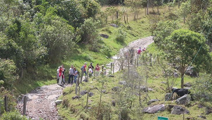 Autoridades construyen reglamentación para turismo de media y alta montaña