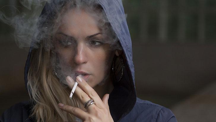 Fumar durante el embarazo duplica posibilidades de muerte repentina en bebés