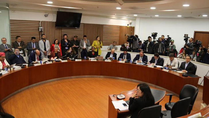 Discusión entre Paloma Valencia y Pablo Catatumbo obligó a suspender debate de paz en Congreso