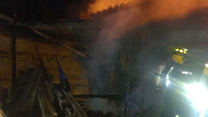 Una persona damnificada y daños materiales, saldo de incendio en Montenegro