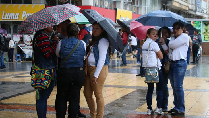 Lluvia impidió que docentes marcharan en el Quindío