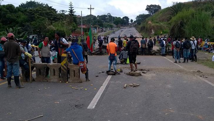Tensa calma en protesta indígena a la espera de diálogo con gobierno