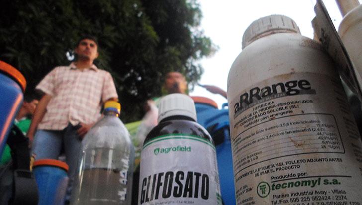Con el glifosato se contamina, mata y engaña