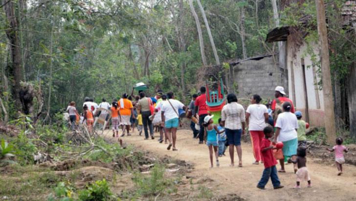Cerca de 600 personas desplazadas por combates en Colombia, denuncia la ONU