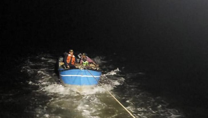 Rescatan a niño y a adulto que quedaron a la deriva en el Pacífico colombiano