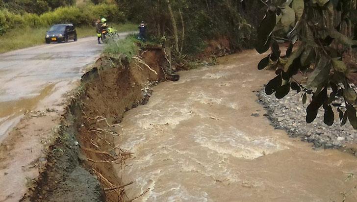 Por derrumbe en la 'Y', vía Pijao - Córdoba hay paso restringido a un solo carril