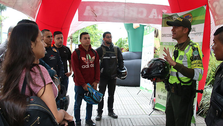 #YoMeComprometo con las campañas viales de la Seccional de Tránsito y Transporte de la Policía Quindío