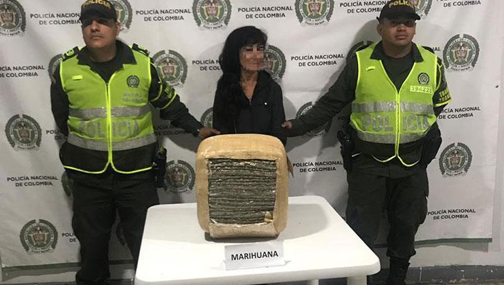 Capturan a mujer que viajaba en un bus con 14 kilos de marihuana