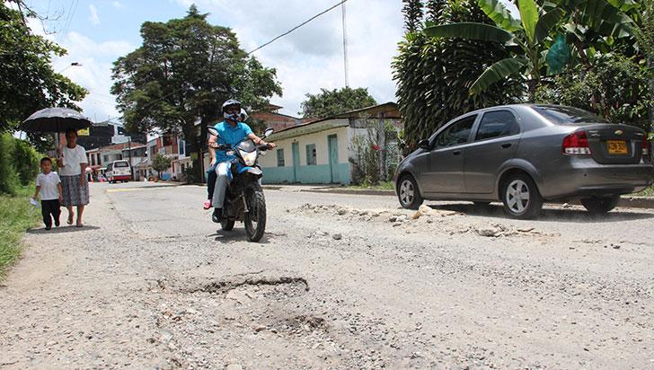 Mal estado de la vía y el alcantarillado, problemáticas de Pueblo Tapao