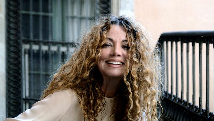 La escritora colombiana Ángela Becerra ganó el premio de novela Fernando Lara