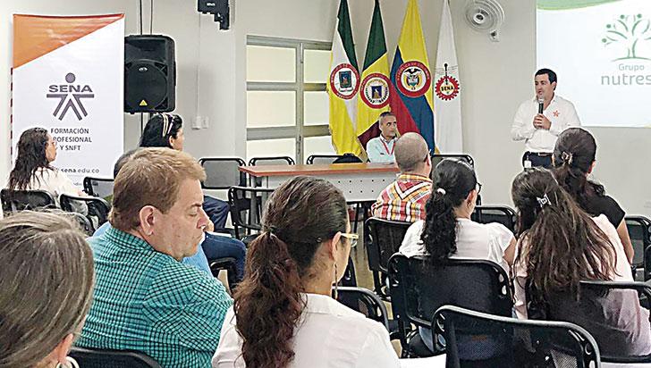 Plan piloto para formar a tenderos en atención al cliente y costos en Quindío