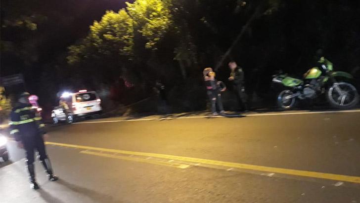 Dos policías y un ciudadano quedaron lesionados en un choque de motos