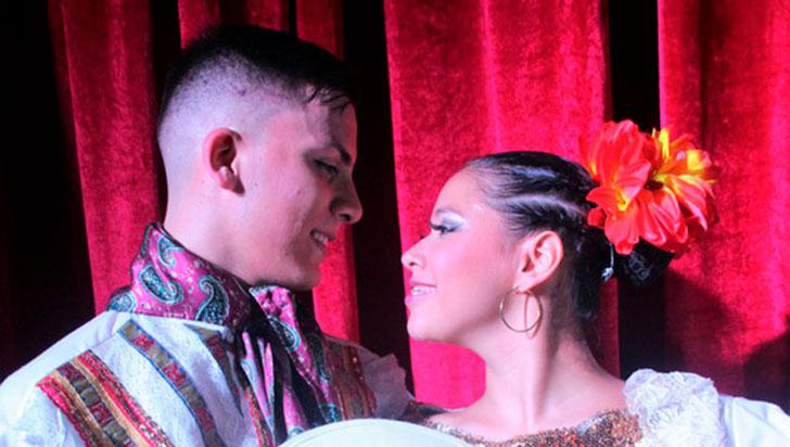 Con bailes, en la 'Villa del Cacique' se celebra la danza