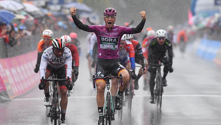 Gaviria, a segundos de ganar la etapa 5 del Giro de Italia