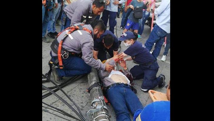 Operario de la Edeq quedó gravemente herido al caer de un poste de la energía