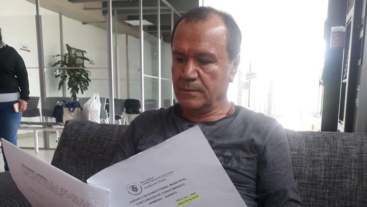 """Adán Bernal denuncia que se """"muere de pie"""" por falta de tratamiento"""