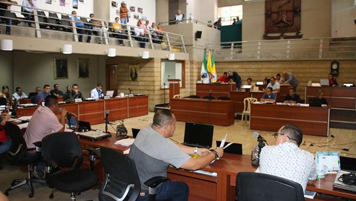 Pese a las irregularidades, proyecto de  presupuesto sigue vivo, fue devuelto a comisión