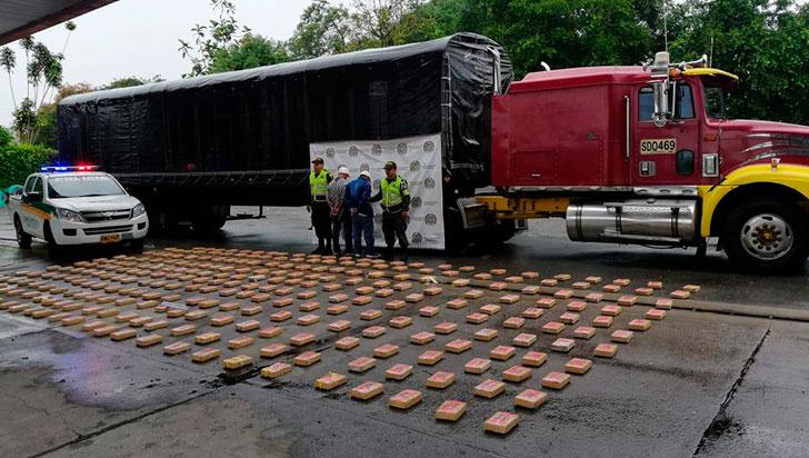 Capturados dos sujetos que escondían 337 kilos de cocaína en bienestarina