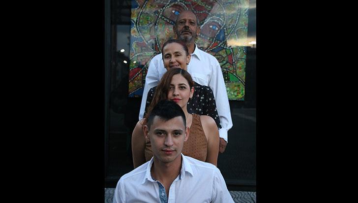 Una familia pintoresca de cuatro artistas