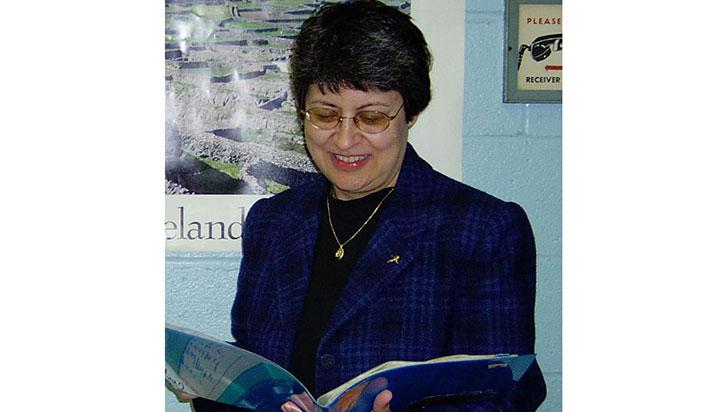Gloria Chávez en su cuento