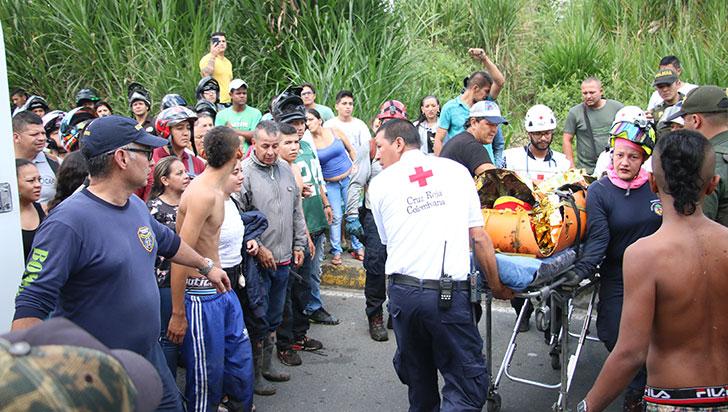 Rescatan a joven de 16 años que cayó debajo del puente La Patria - La Pavona