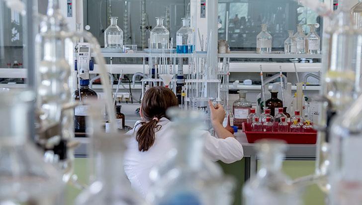 Científicas descubren cómo los tumores hepáticos resisten a la inmunoterapia