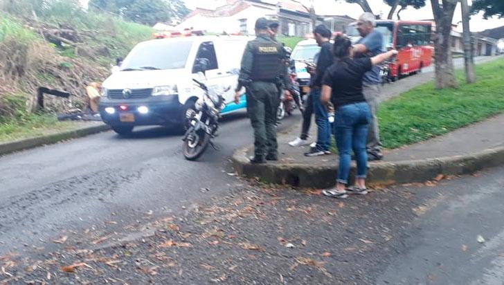 Motociclista resultó lesionado tras sufrir caída entre los barrios Zuldemayda y Los Quindos