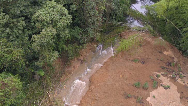 Derrumbe en Montenegro arrasó con sección de la acequia