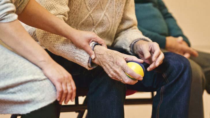 Maltrato a adultos mayores podría ser causado por síndrome de colapso del cuidador