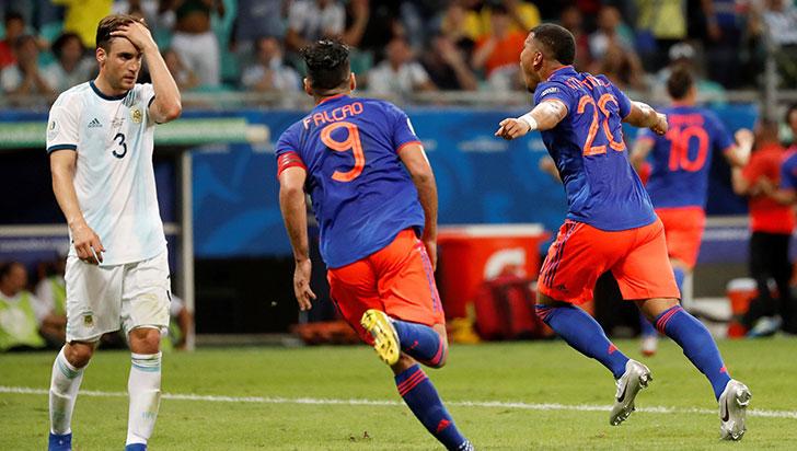Colombia derrotó 2-0 a Argentina en la apertura del grupo B de la Copa América